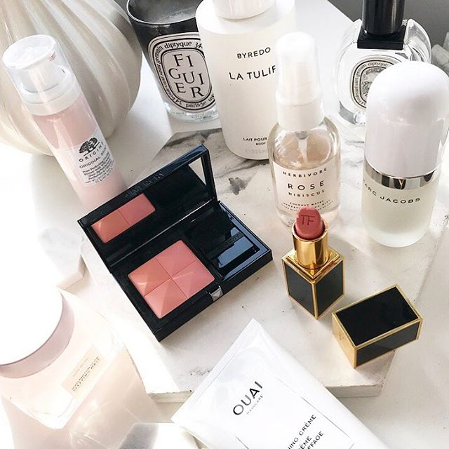 Beauty corner mess! My house looks like a building site at the moment but I don't mind this sunny little corner. But more importantly I can't wait to see Meghans dress later who's watching the Royal wedding? 🎩 👰 onthetable #makeupmess #makeup #makeupparty #herbivore #ouai #ouaihaircare #herbivorebotanicals #tomfordbeauty #marcjacobsbeauty #origins #originsskincare  #diptyque #byredo #evelom #chanel #givenchy #givenchybeauty #marble #beauty #beautycare #beautycommunity #lfl #fwis #motd #beautystyle #bblogger #lblogger #chanel #discoverunder5k #beauxdiaries