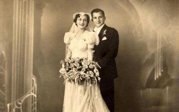 31d97b35025a46f6ae5d6e2fe409e2e2--couples-vintage-vintage-wedding-photos.jpg
