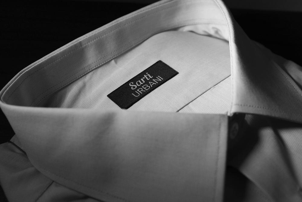 CAMICIA     Si distingue e ti fa distinguere    Scegli oltre mille tessuti per sposare lo stile con il comfort di un capo piacevole da indossare.  Personalizza il tuo modello giocando con polsi, collo, asole e bottoni, per creare una combinazione di elementi originale.  Aggiungi il ricamo delle tue iniziali, discreto e mai invadente, per distinguerti con eleganza.  Personalizza il tuo modello giocando con polsi, collo, asole e bottoni, per creare una combinazione di elementi originale.  Aggiungi il ricamo delle tue iniziali, discreto e mai invadente, per distinguerti con eleganza.