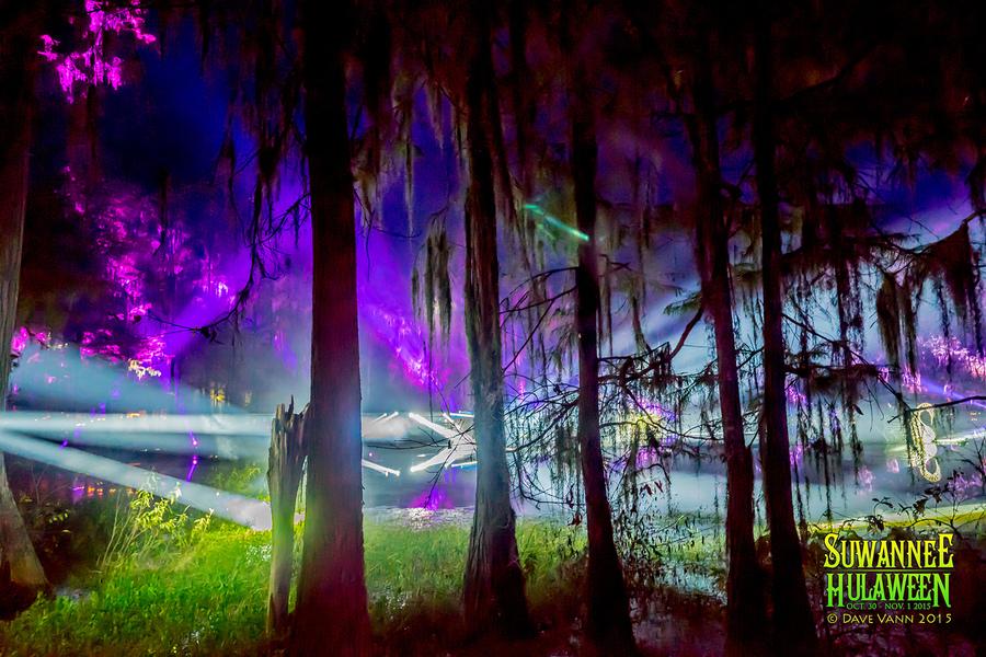 10-30-15_DSC02215_Hulaween_Music_Festival_Spirit_Lake_by_Dave_Vann.jpg