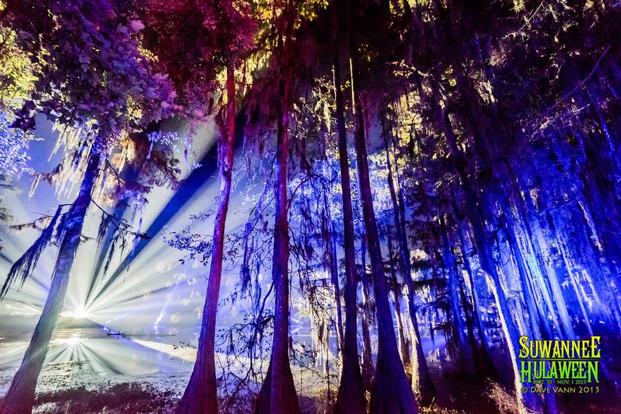 10-30-15_DSC02253_Hulaween_Music_Festival_Spirit_Lake_by_Dave_Vann.jpg
