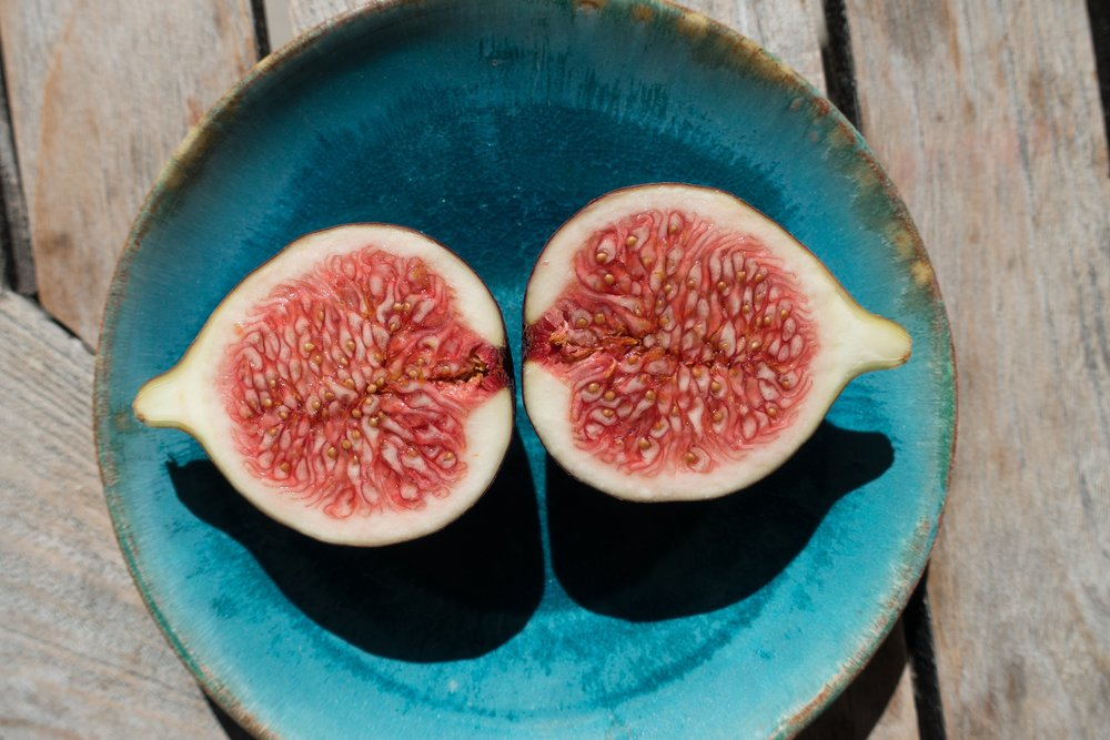fig-sliced-plate-wooden-table.jpg