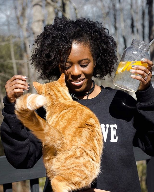 Can I live?! 🤷🏾‍♀️// Kitty: f your selfies, love me. 😒 blogging ain't easy-z  New content coming this week...check IG stories for a little sneak peek 👀 (Self Love Sweatshirt by @liveinlovewithyou but...🙄😩)