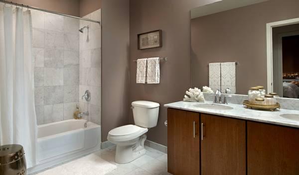 Lexington - 2 bed bath.jpg