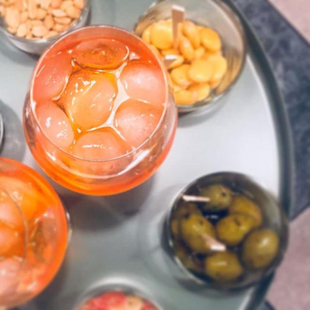 Con l'arrivo della nuova stagione tante novità a La Pizzaccia: da questo mese siamo anche Bistrot! Abbiamo creato per voi una piccola area relax, dove gustare in tranquillità cocktail e prelibatezze. #lapizzacciatorino #spritz #spritzistheway