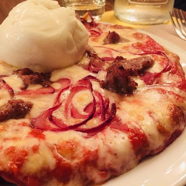 Come ogni lunedì siamo aperti! 🍕🍕🍕 Voglia di pizza? Fritti? Pasta?  Noi siamo qui! Ma se non ti va di uscire, possiamo portare tutto anche lì, proprio a casa tua!  Scarica le app e ordina con i nostri partner: Foodora, EatinTime, Deliveroo e Glovo.  #lapizzacciatorino #torino #torinoèlamiacittà #monday #pizzaaltegamino #pizza #lunedì #nuggets #jalapenos #pizzaalpadellino #tegamino #padellino #turin #italy #burrata #salsiccia #burrataesalsiccia #sorbole #domicilio #delivery #takeaway #home #food #staserapizza #solocosebelle