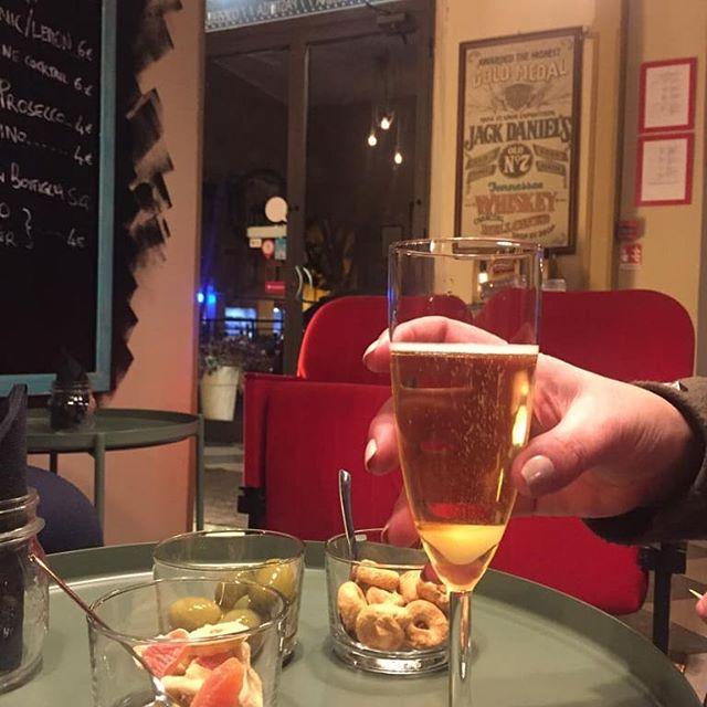 Bollicine time! Foyer aperto oggi e domani !  #lapizzacciatorino #torino #torinoèlamiacittà #champagnecocktail #aperitivo #ape #prosecco #zucchero #angostura #brandy #relax