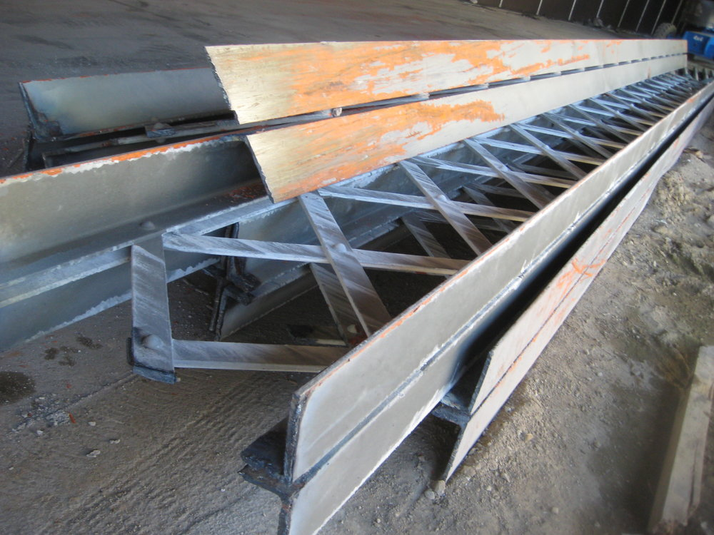 Pre-ship package - These 4 girders from the