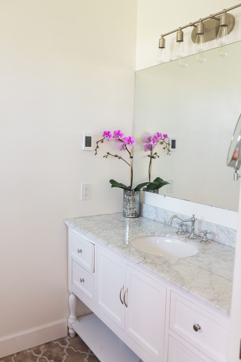 vanity unit with sink and a wall mirror