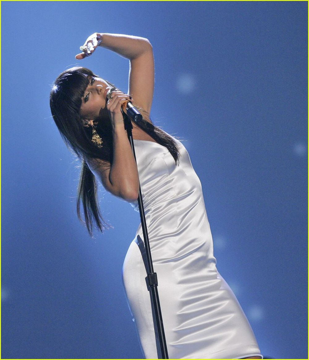 nelly-furtado-american-music-awards-02.jpg