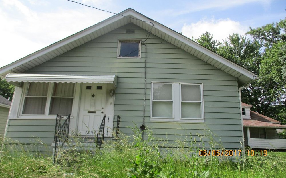 1254 Delos Street, Akron, Ohio 44306 Minimum Offer:        Owner-Occupant: $2,358                                    Non-Profit: $1,414                                    For-Profit: $2,830 Original List Date: July 10, 2018 First Offer Review: August 10, 2018, 5 p.m.  Minimum Renovation Requirements   NO  Application Fee Required 2 Bed | 1 Bath | 848 sq. ft.