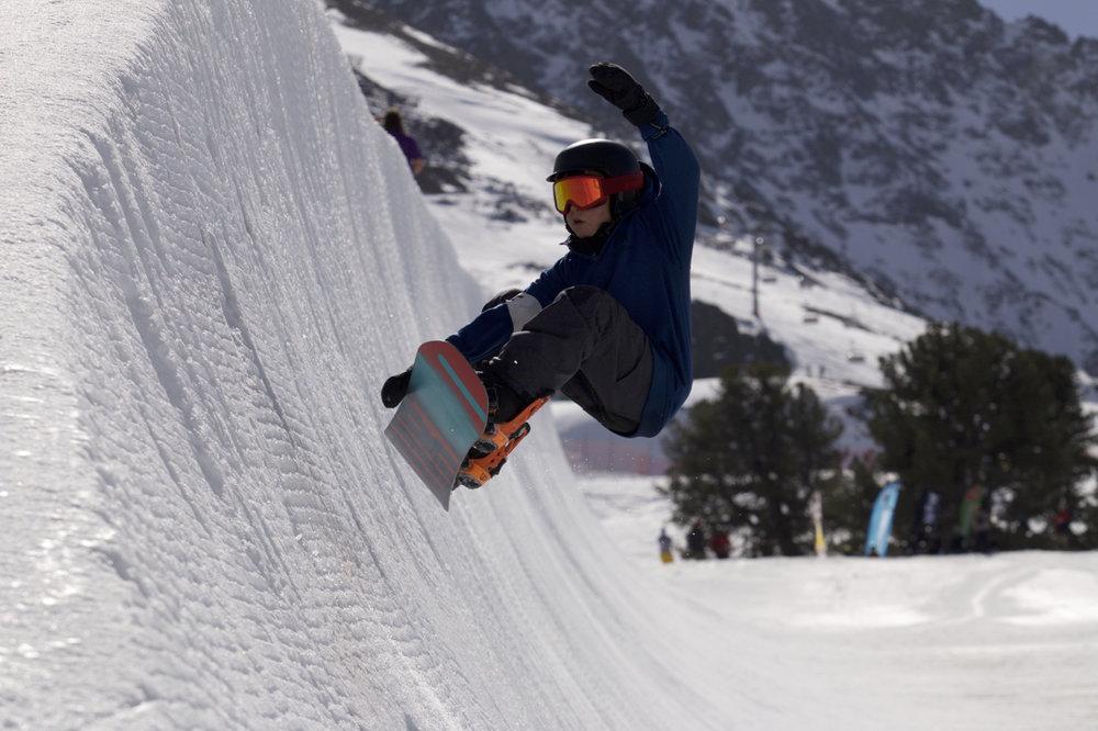 Snowboard Bayern Halfpipe Wettkampf und Training für Kinder