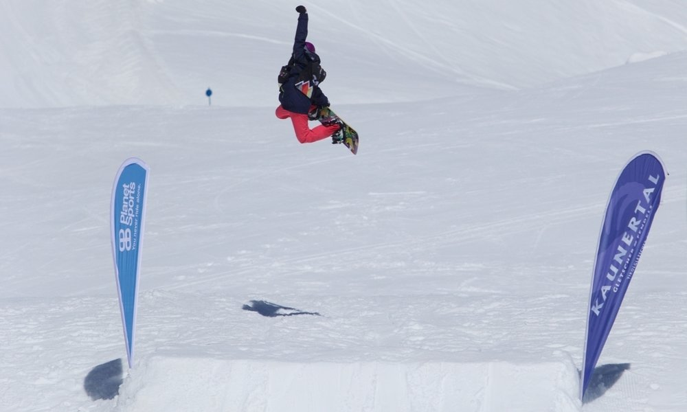 Kids-freestyle-snowboarding-bs-air.jpg