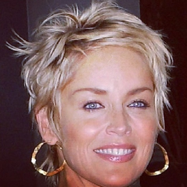 #shorthairdontcare how amazing does Ms Stone look with this #short #textured #crop!!! Such great #hairinspo for those tinkling of going for the chop! ✂️✂️✂️
