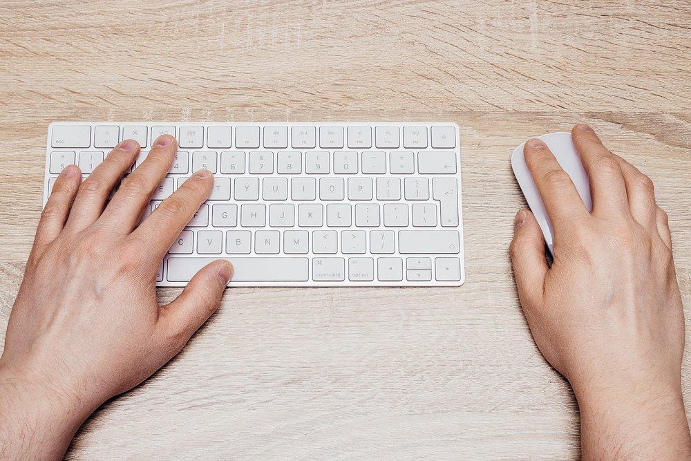 keyboard-2562837_1920.jpg