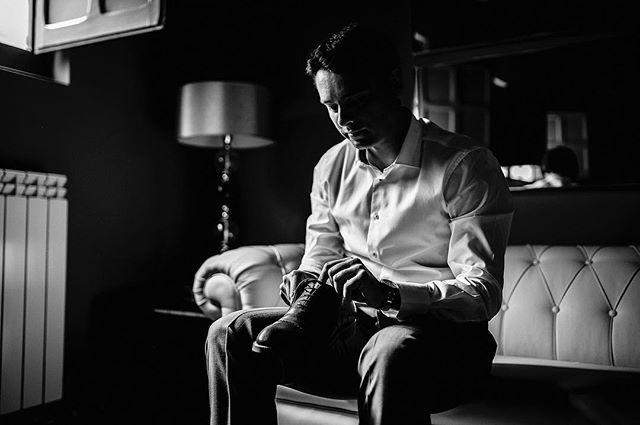 Black & White • . • . • . #mariposas&huracanes #wedding #boda #fotografodebodas #zaragoza #love #fotografodebodaszaragoza #engagement #vestidodenovia #bridedress #forestwedding #bodas2018 #bodas2019 #fotografozaragoza #soria #bodaensoria #fotofrafodebodassoria