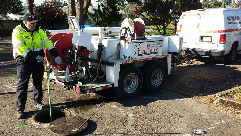 Drain tech jetting sewer lines