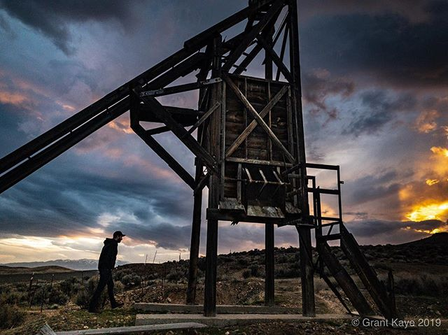 Scouting locations earlier tonight under a stormy sunset on the Jungo Road with @rachidphoto for this weeks landscape astrophotography courses taught by each of us at @shootingthewest. The workshop/symposium starts tomorrow, hope to see you there! #iPhone #lightroomcc #winnemucca #nevada #mining #dontfencemein