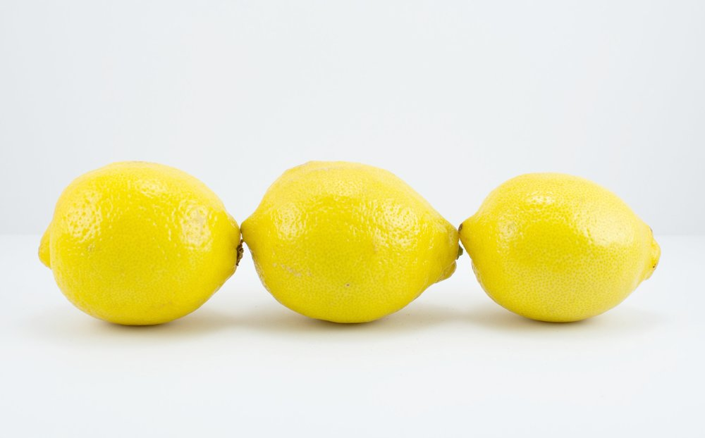 Holly Coulis,  Three Lemons End-to-End