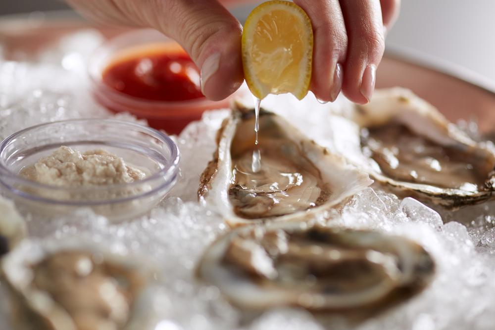 12_oysters_raw_11089.jpg