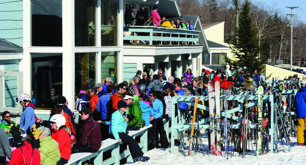 Happy skiers fill the Basebox deck after a bluebird day of skiing.