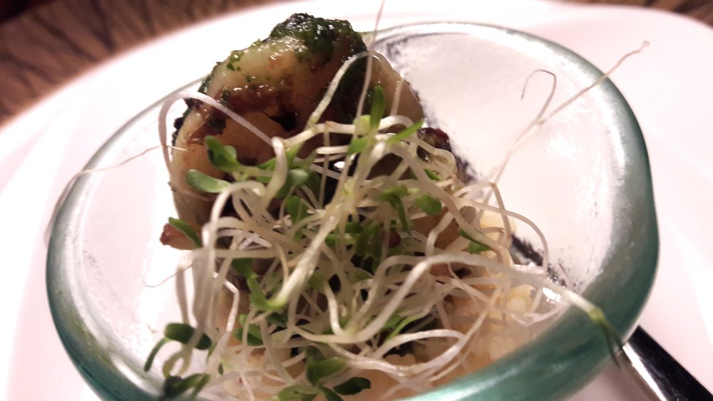 Pan Seared Scallop with Bean Sprouts and Green Pea Puree (Shangri-La Muscat)