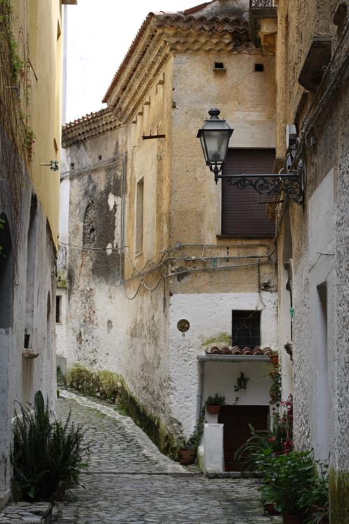 street-in-scalea