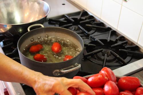 blanching-tomatoes