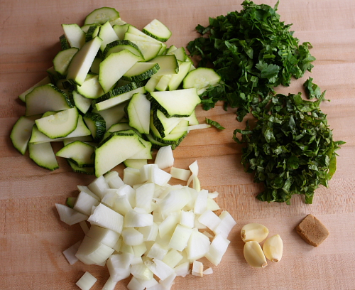 Ingredients for pasta with zucchini cream