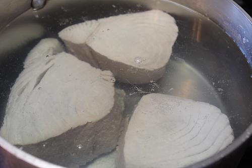 Tuna simmering