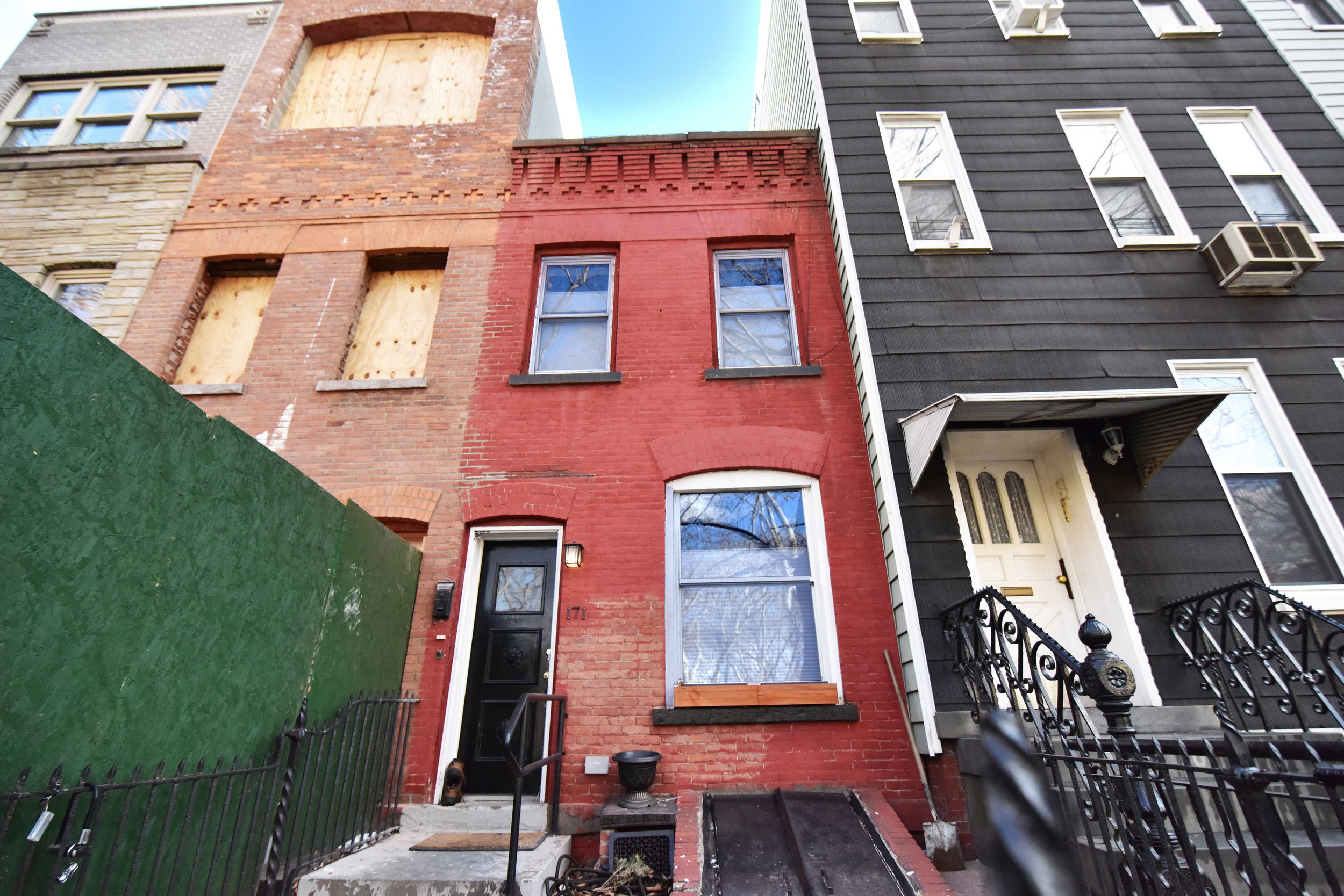 Sold | Greenpoint | Single Fam | 1,300,000