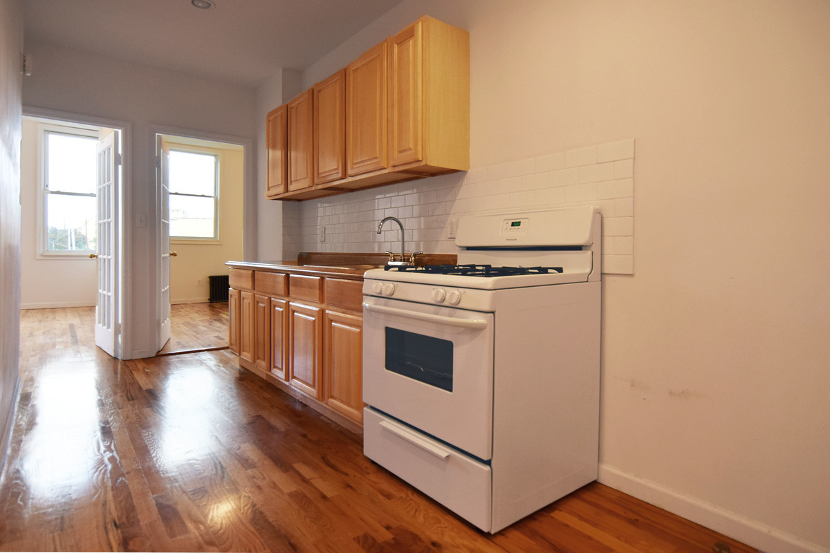 Ridgewood | 3 Bed | 1 Bath