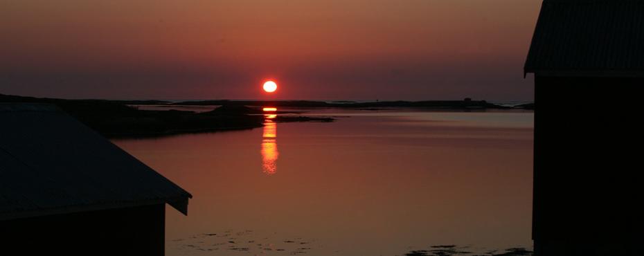 Solnedgang på Vegaøyene. Foto: Odd Roar Lange