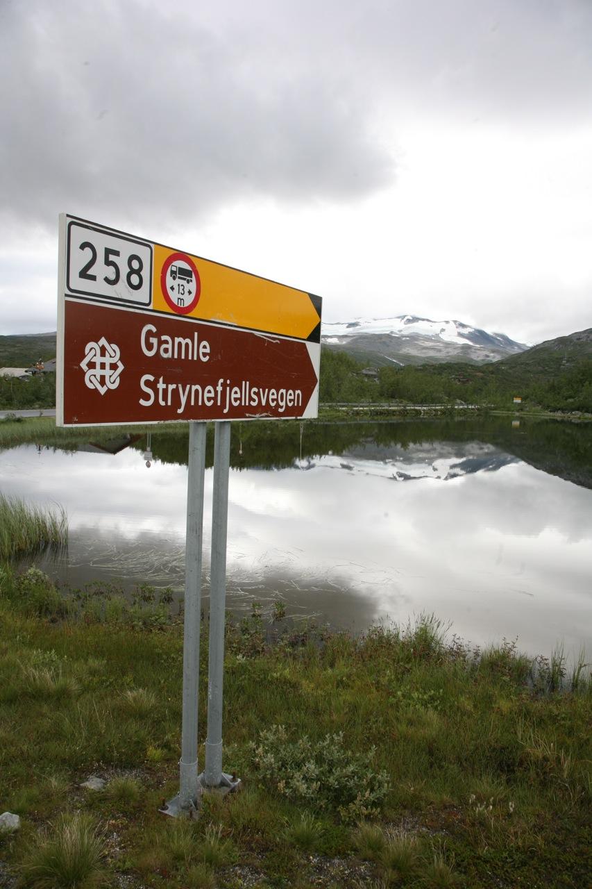 Veien mellom fjord og fjell.  Bilde: Odd Roar Lange