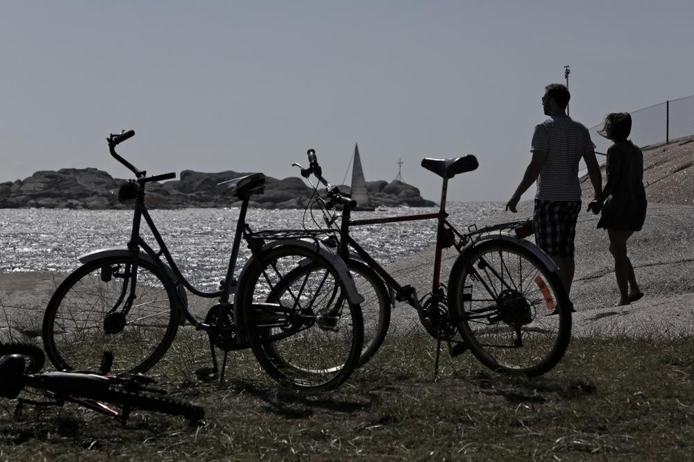 """Det gode sykkelliv. Ta en tur til Vestfolk, og sykle på Veierland eller til """"verdens ende"""" og Sydstranda. Foto: Odd Roar Lange"""