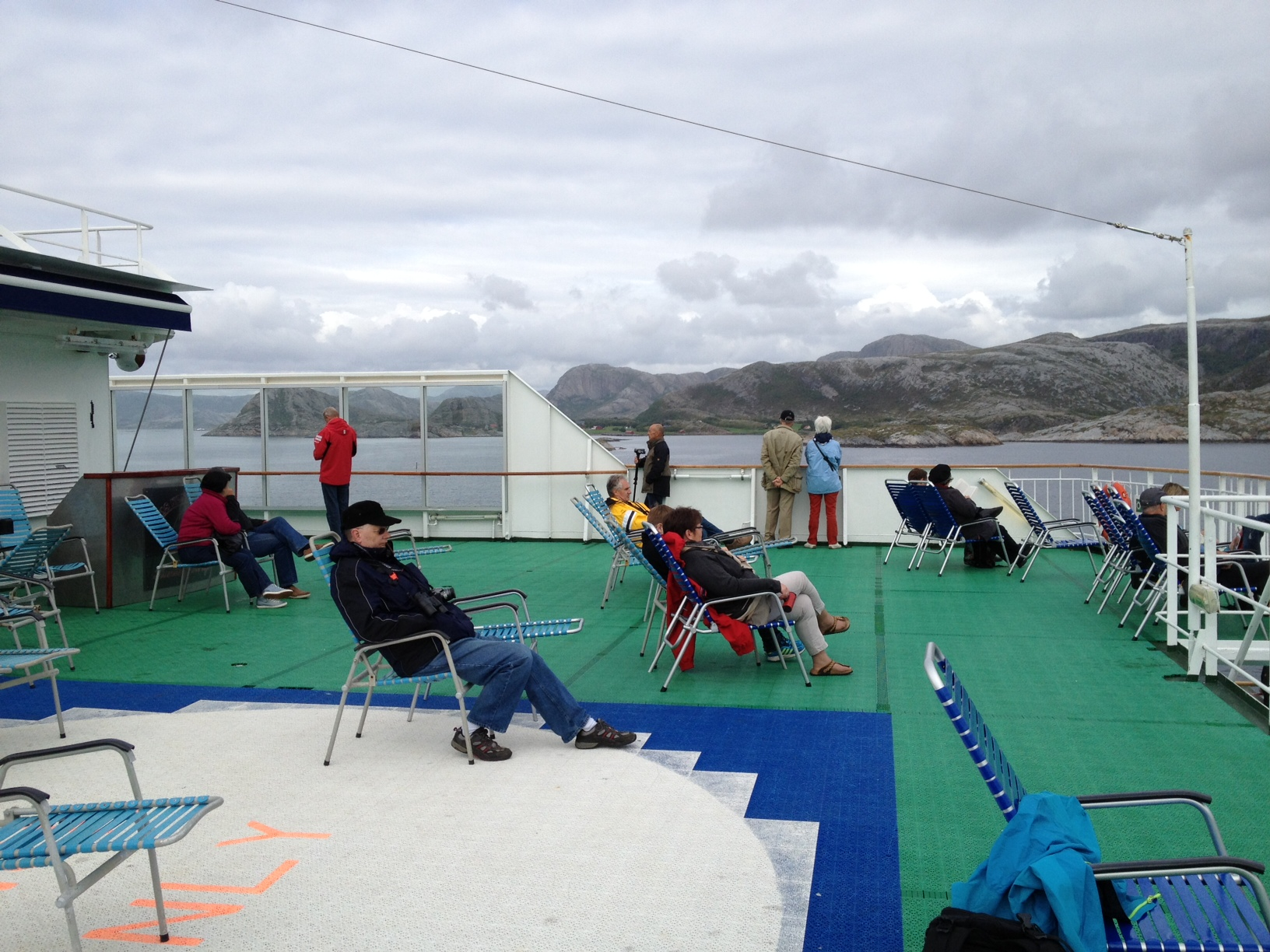 Livet om bord  fra dekk 7. mens seilasen går langs kysten av Sør-Trøndelag