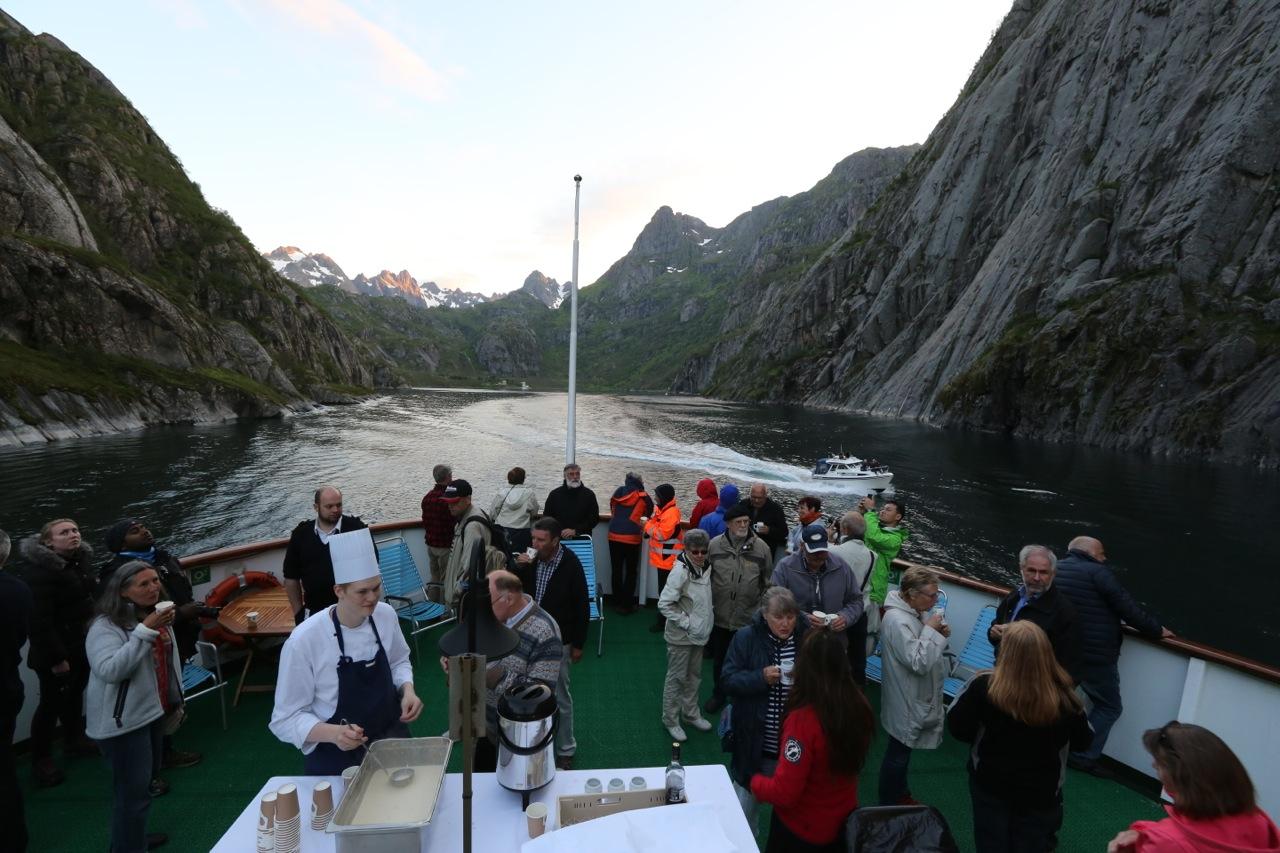 På tur med Hurtigruten til Trollfjorden. Foto: Odd Roar Lange