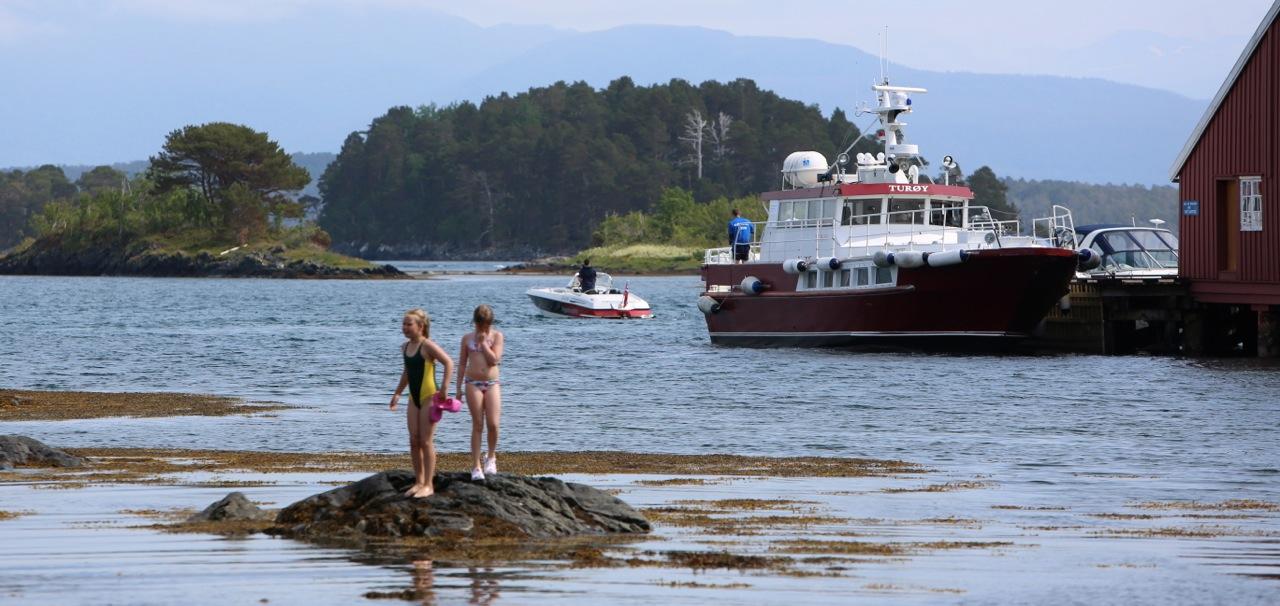 Denne skyssbåten til Hjertøya i Molde bør gå fra tidlig om våren til sent på høsten. Og til langt utpå sommerkveldene. Betalt av cruiseturister. Foto: Odd Roar Lange
