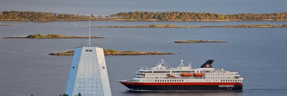 Hurtigruten på vei til Molde