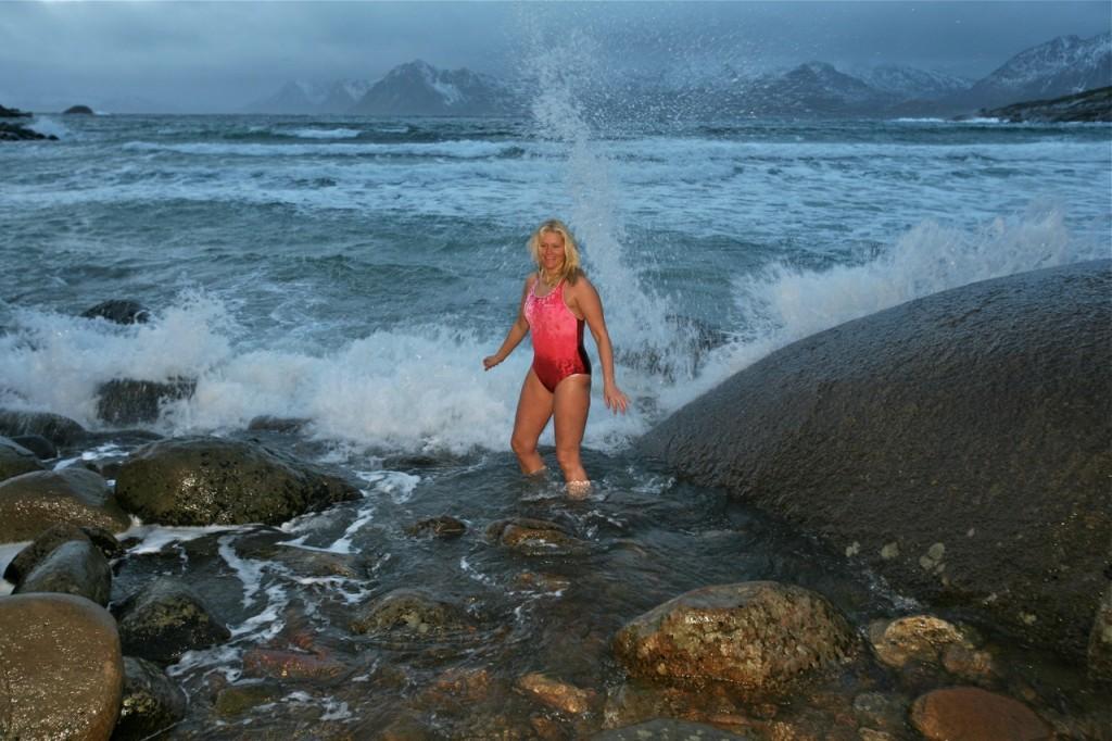 Vinterbad i Lofoten. Det kan være av det barske slaget. For en turistopplevelse.