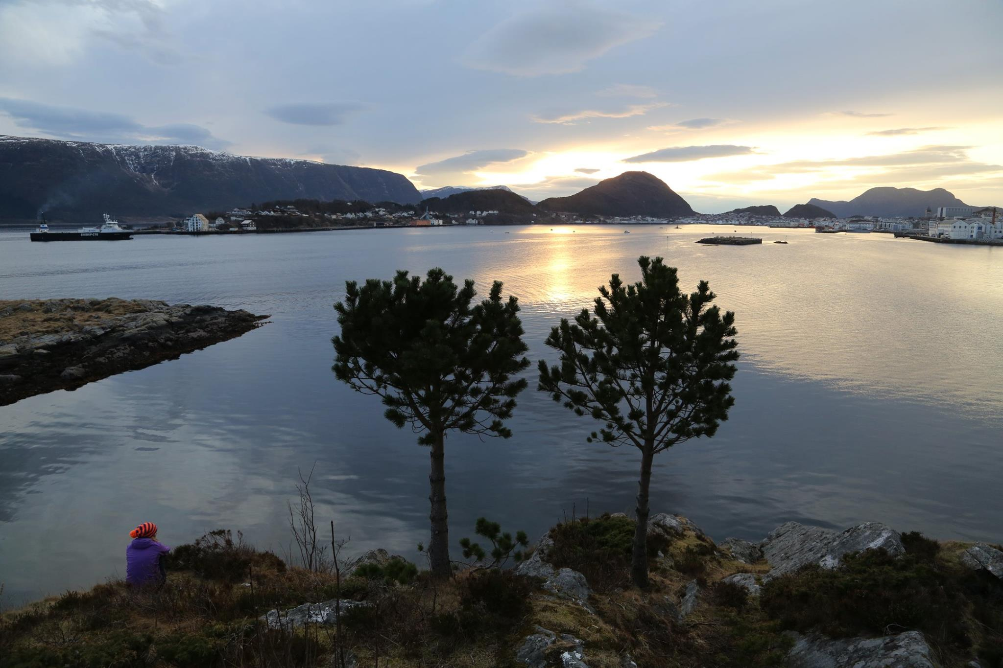 Solnedgang i Ålesund. Foto Odd Roar Lange