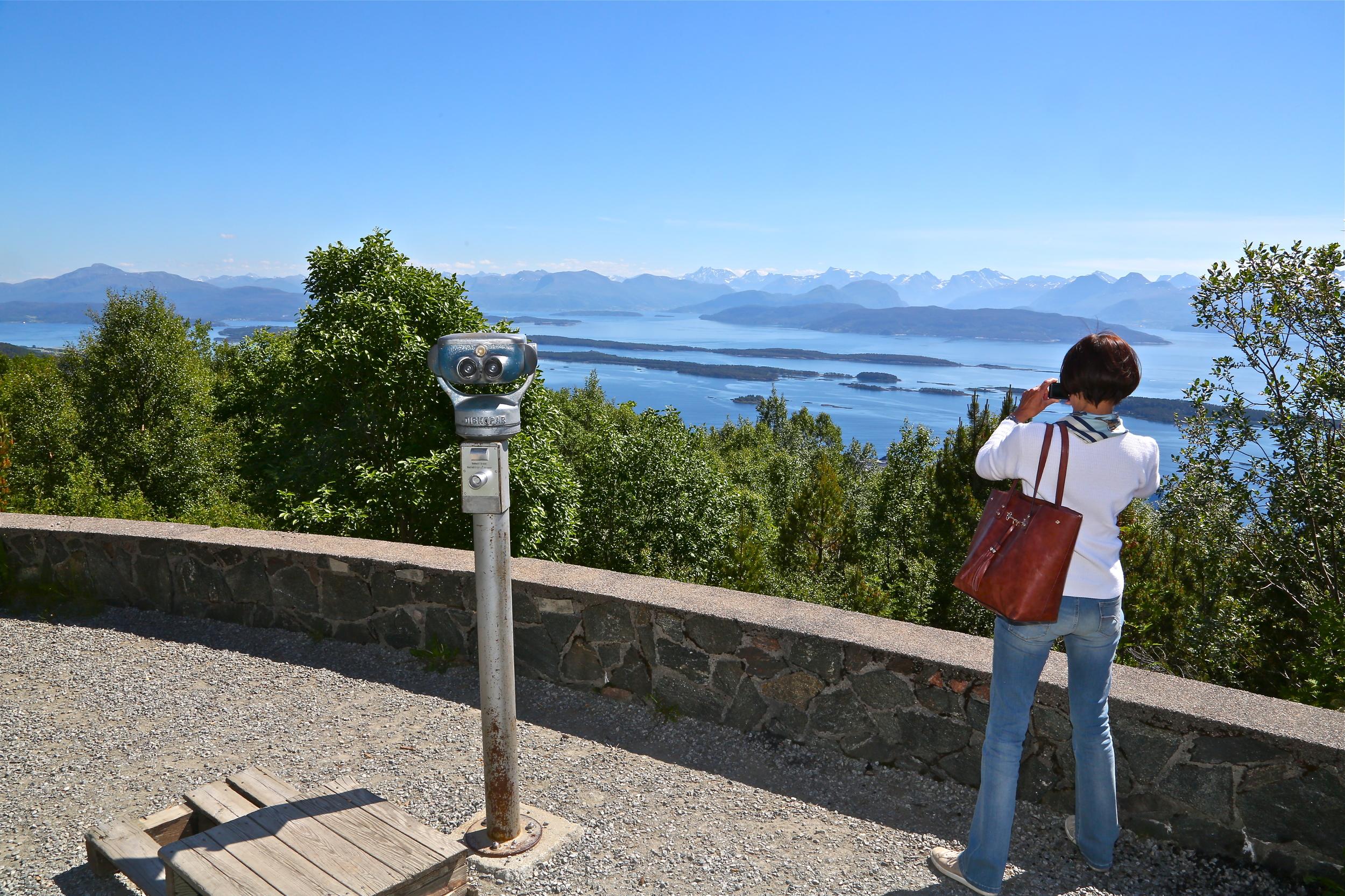 Denne turisten jaker på utsikt. Men fant ingen. Foto: Odd Roar Lange