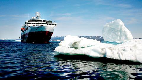 """Med Hurtigrutens skip """"MS Fram"""" på tur. Foto: Odd Roar Lange"""