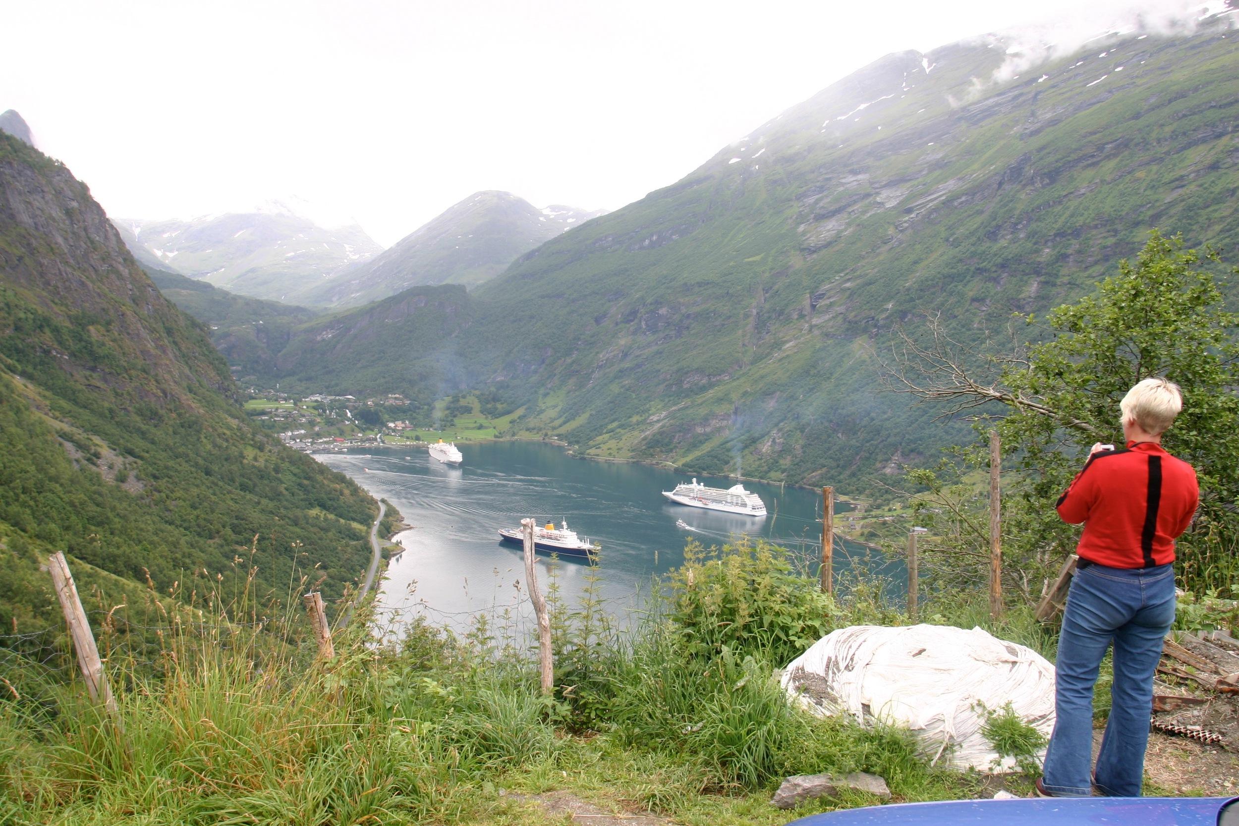 Cruiseskip i kø i Geiranger. Foto: Odd Roar Lange