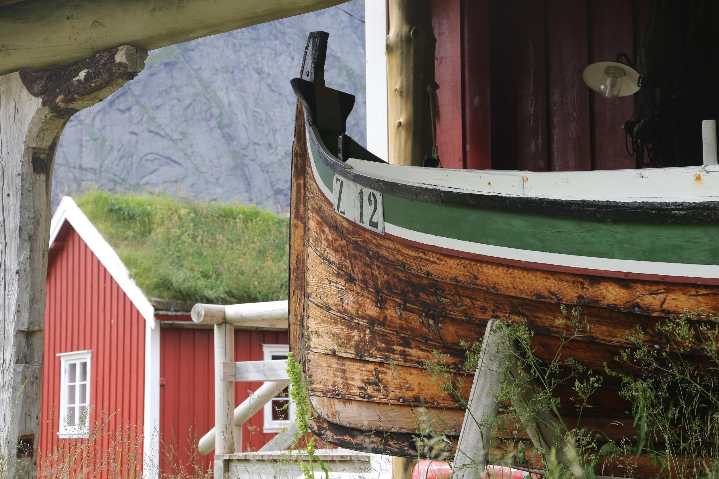 Sjø og land. Det er tett mellom opplevelsene i Nrge. Her i fra Reine i Lofoten. Foto: Odd Roar Lange
