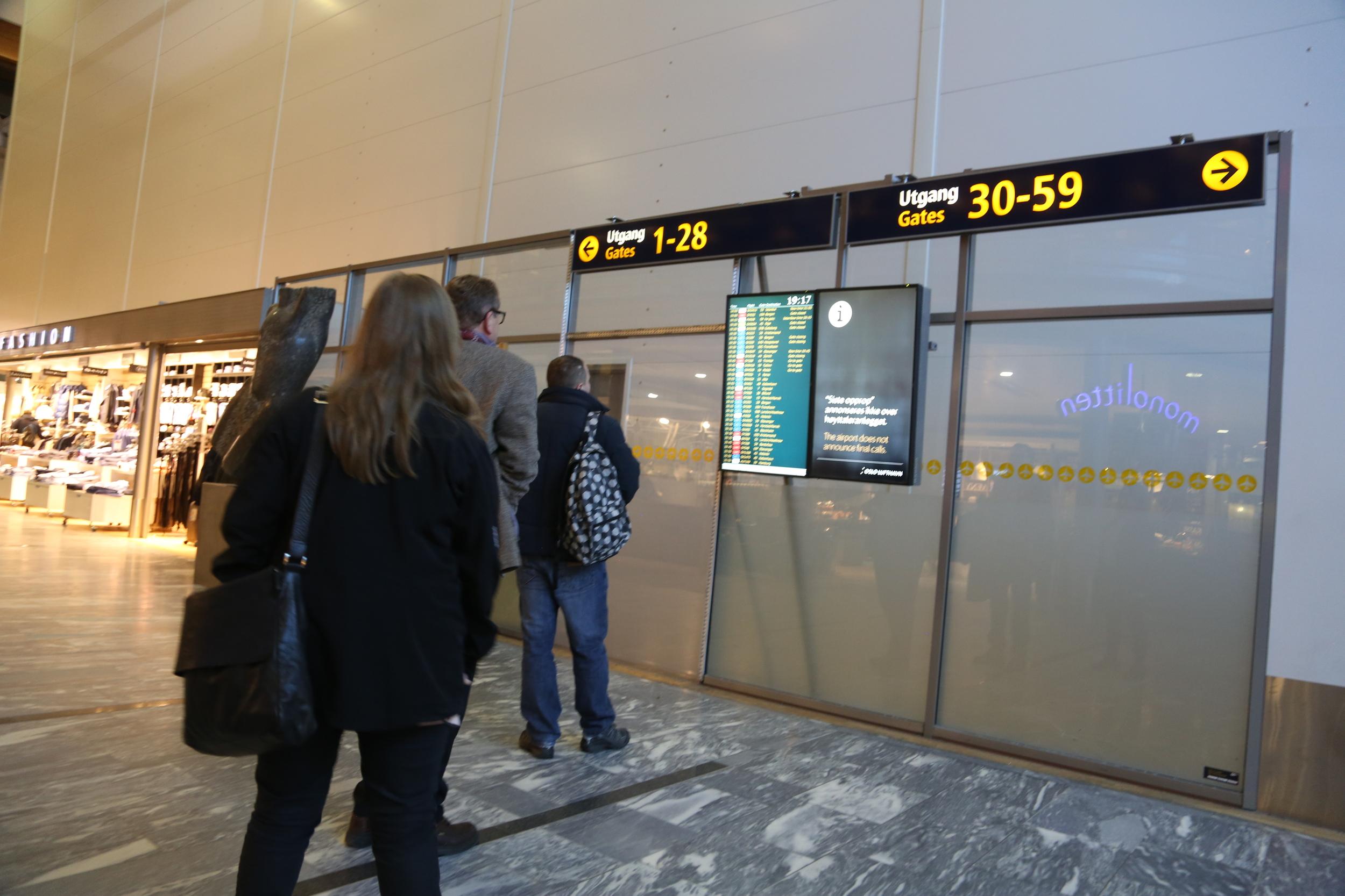 Når går flyet? Foto: Odd Roar Lange