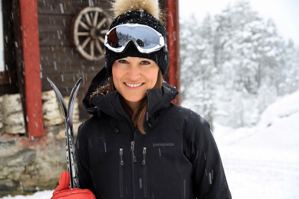 Pippa klar for skitur i Sunnmørsalpene. Foto: visitalesund.com