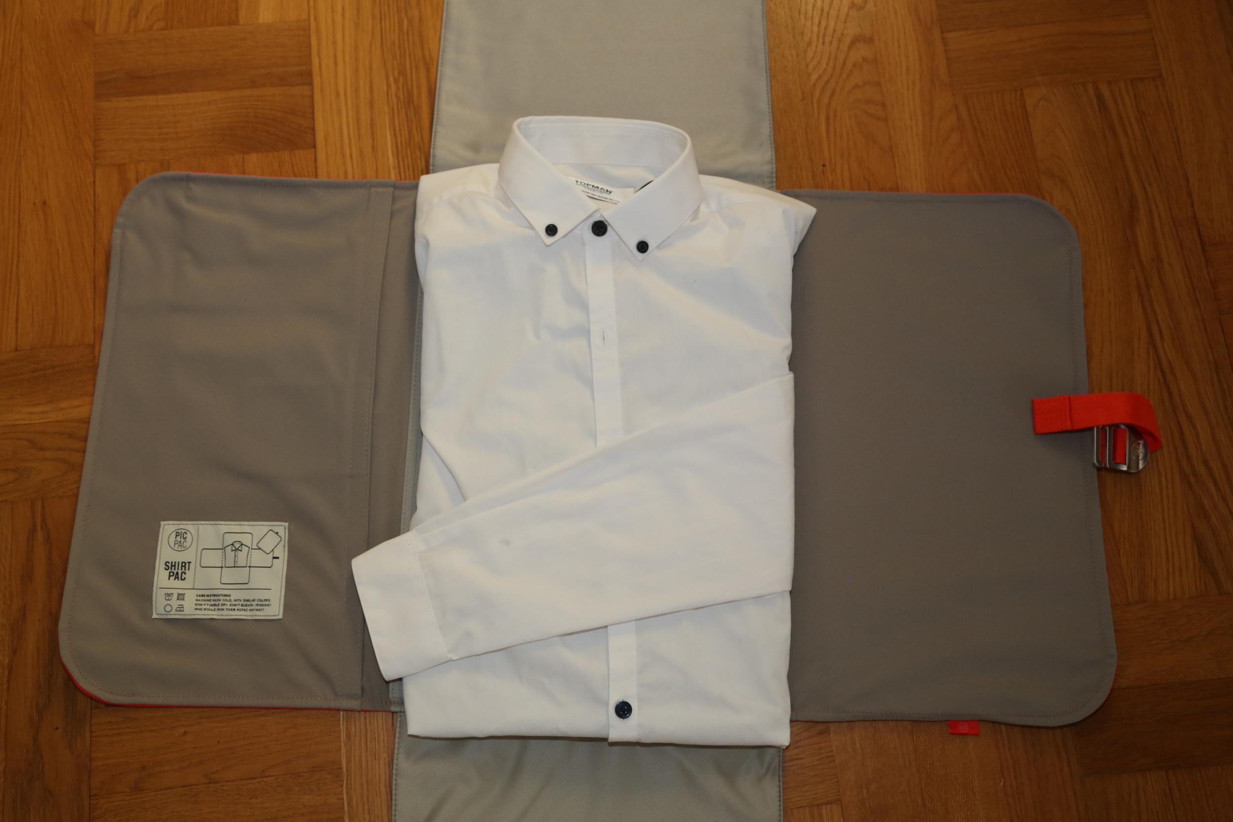 Skjortepakking, for å unngå krøller. Foto: Odd Roar Lange