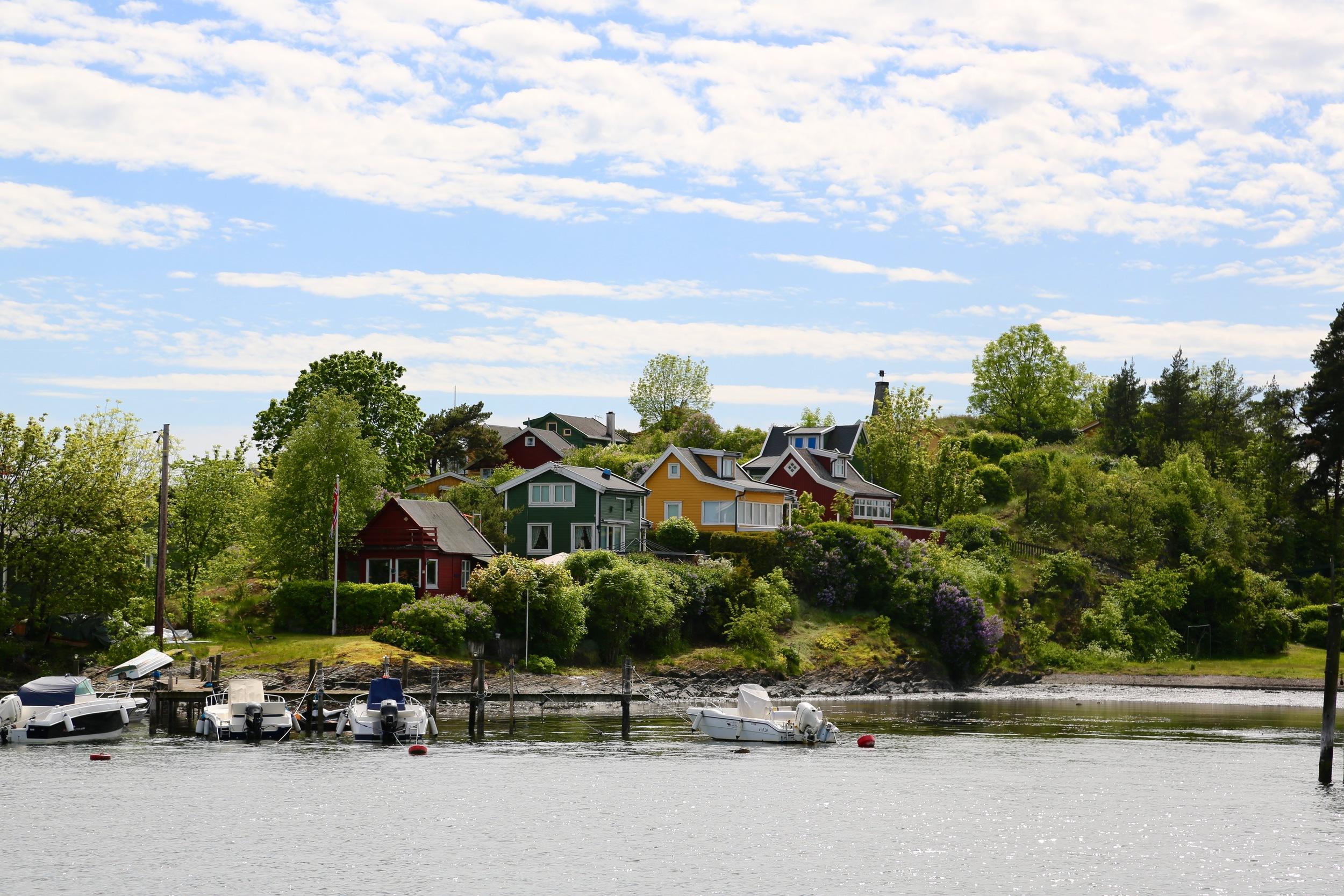 Fargerikt fellesskap på Lindøya. Foto: Odd Roar Lange