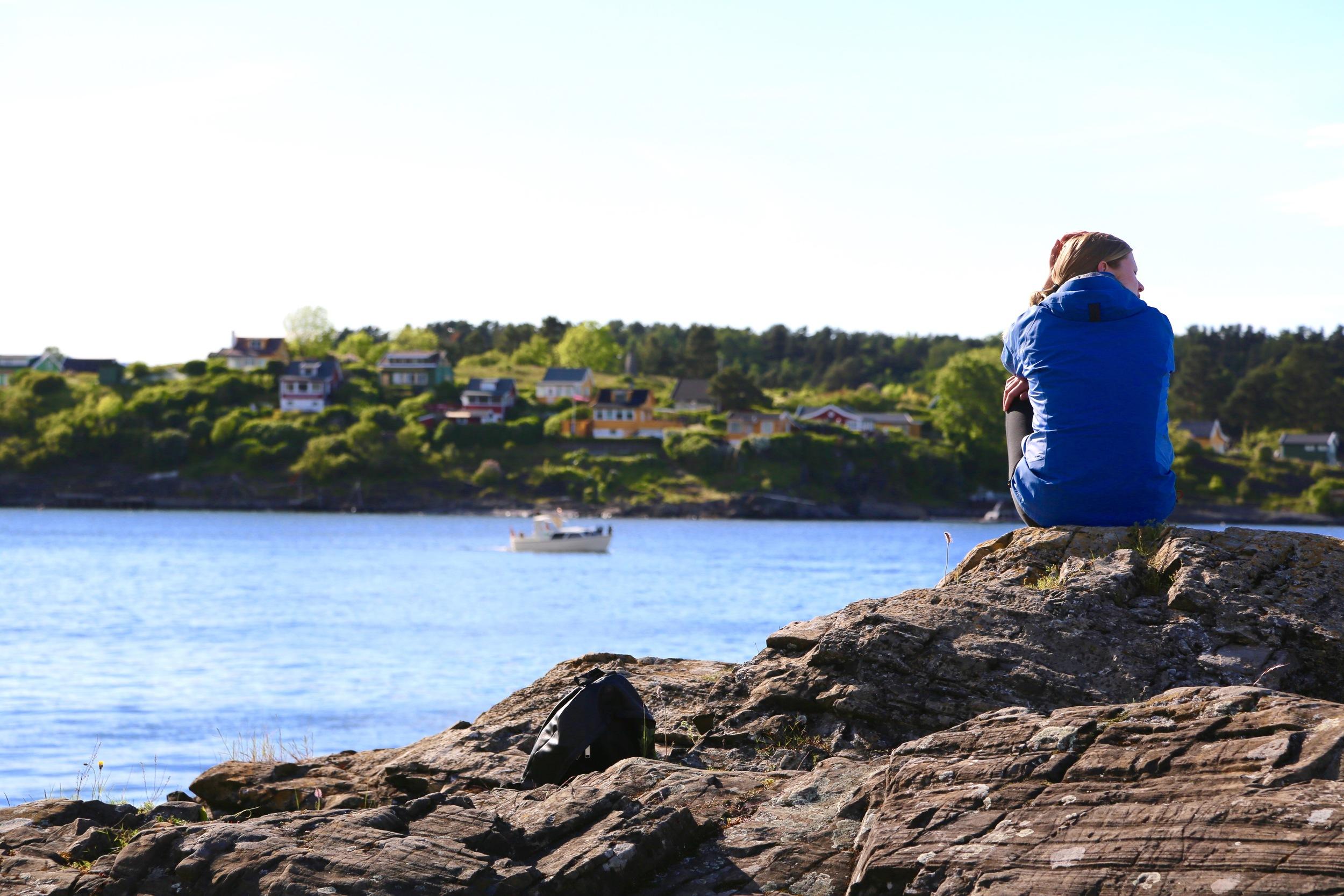 Utover fjorden en snekke gled... Foto: Odd Roar Lange